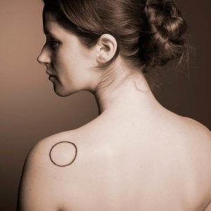 tatuaje-minimalista-mujer-2