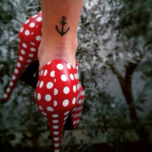 Tattoo-small-anchor-woman2